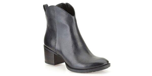 Dámské černé kotníkové boty na podpatku Clarks