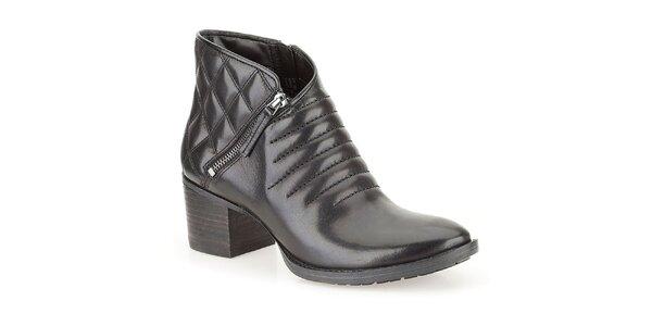 Dámské černé kotníkové boty na podpatku s prošíváním Clarks