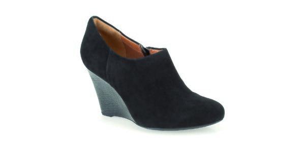 Dámské černé boty na lesklém klínku Clarks