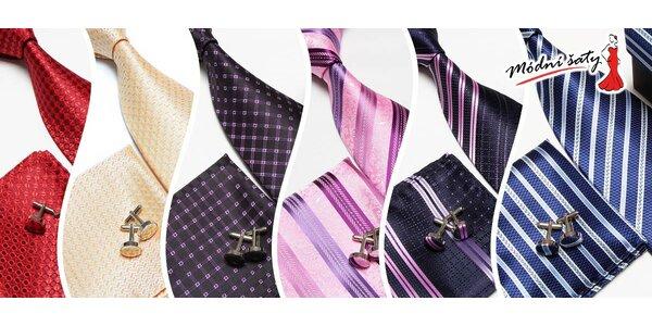 Vzorovaná kravata, knoflíčky a kapesníček