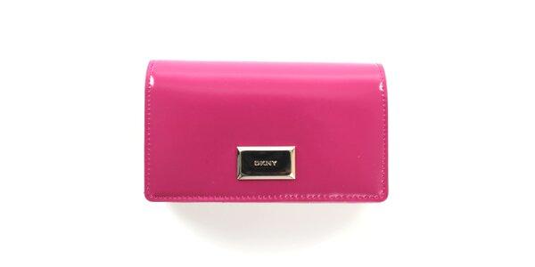 44da647a916 Dámská růžová peněženka s plíškem DKNY