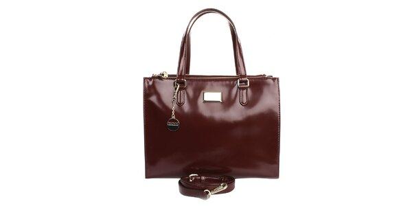 Dámská kožená kabelka s přívěskem ve vínové barvě DKNY