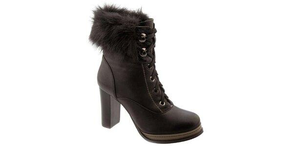 Dámské černé kotníkové boty na podpatku s kožíškem Betsy