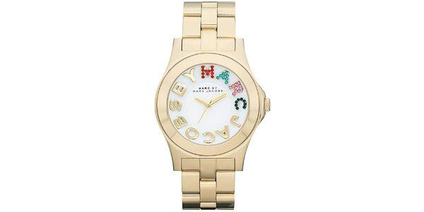 Dámské pozlacené analogové hodinky s barevnými kamínky Marc Jacobs