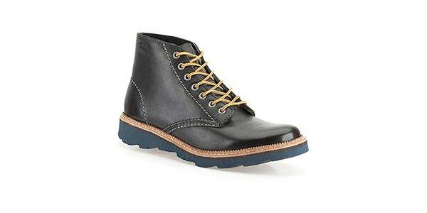 Pánské černé boty v kotníkové výšce Clarks