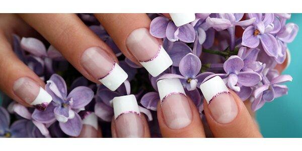 Modeláž gelových nehtů barevným gelem včetně zdobení