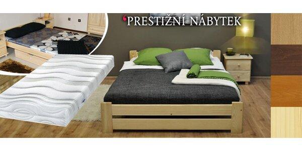 Masivní dřevěná postel roštem a matrací