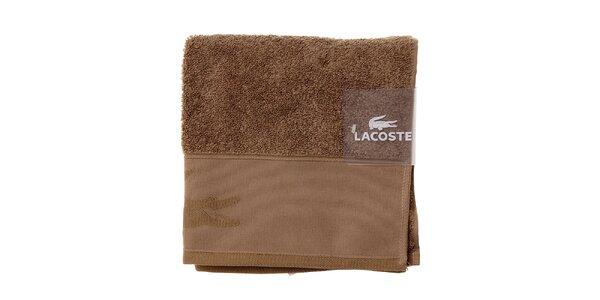 Oříškově hnědý ručník Lacoste