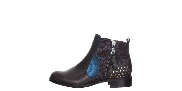 Dámské černé boty se cvočky za patou Desigual