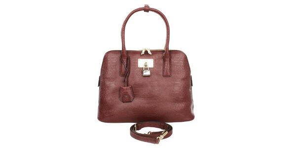 Dámská vínová kabelka se vzorem a zlatým zámečkem DKNY