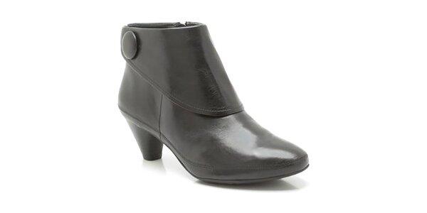 Dámské černé kotníčkové boty s knoflíkem Clarks