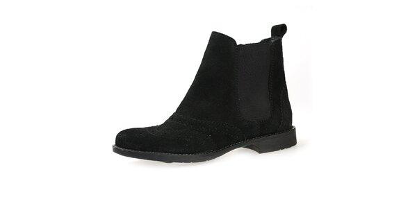 Dámské černé semišové boty s elastickou vsadkou Bullboxer