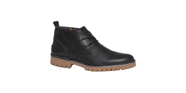 Pánské černé kotníkové boty s poutkem na patě TBS