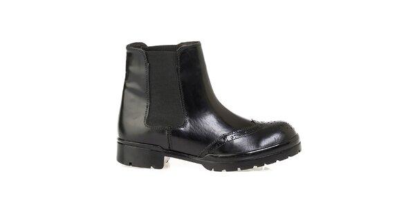 Dámské černé kotníkové boty s dekorativním perforováním Crash Shoes