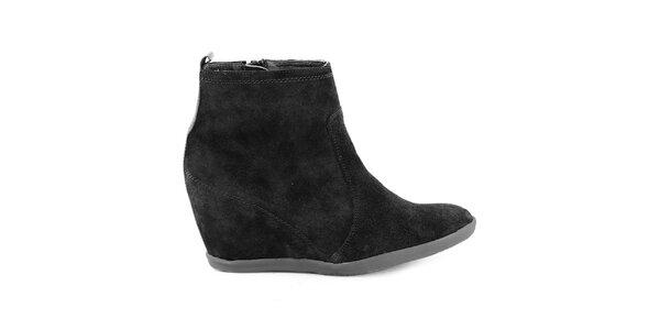 Dámské černé kožené kotníkové boty na klínku Eye