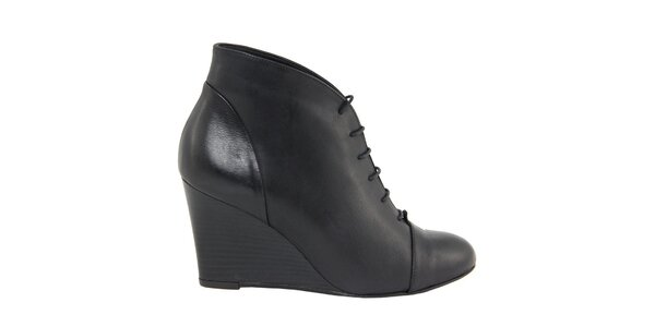 Dámské černé šněrovací kožené boty na klínku Eye