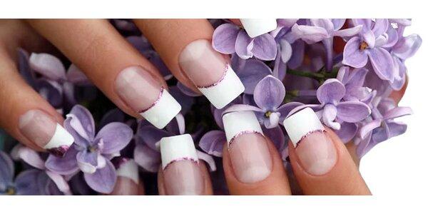 Modeláž gelových nehtů barevným gelem