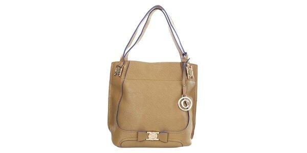 Dámská kabelka s přívěskem v odstínu velbloudí barvy Caro Paris