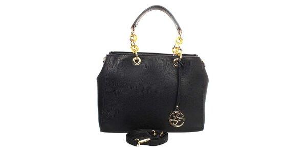 Dámská černá kabelka s kulatým přívěskem a zdobnými poutky London fashion