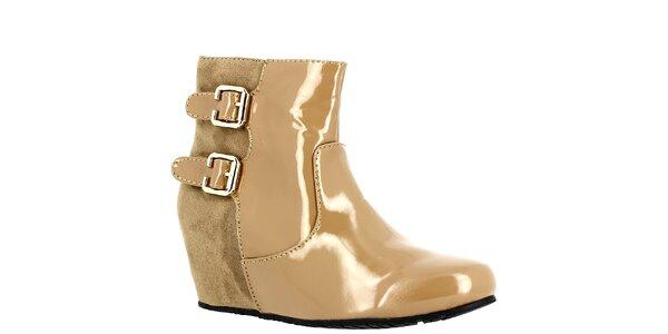 Dámské béžové boty na klínku Bellucci