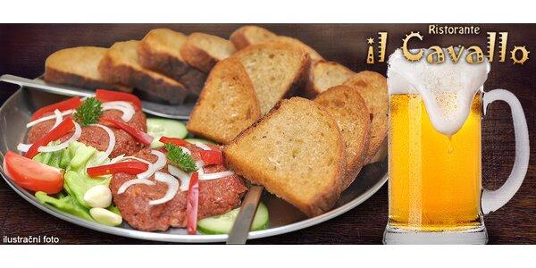 Hovězí tataráček (500 g) s topinkami i pivem