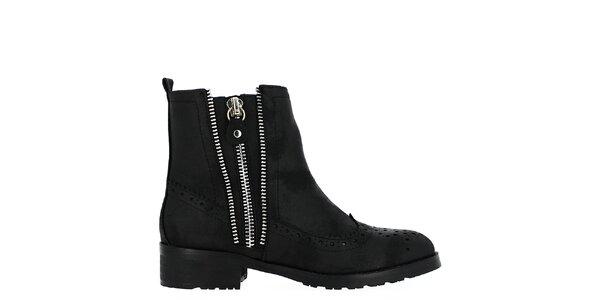 Dámské černé boty s ozdobnou perforací Shoes and the City