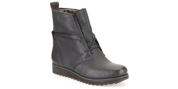 Dámské černé kotníkové šněrovací boty s kožíškem Clarks