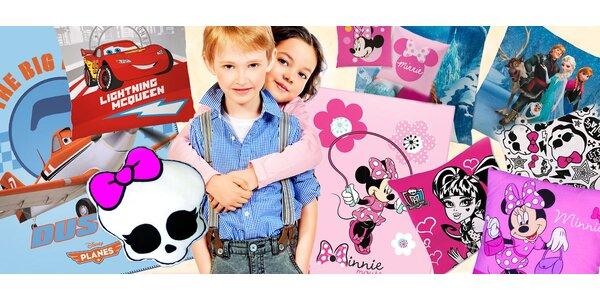 Polštářky a deky se známými dětskými motivy