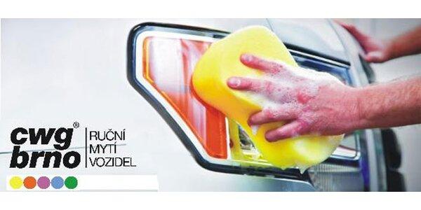 Jarní ruční mytí vozu zvenčí i zevnitř