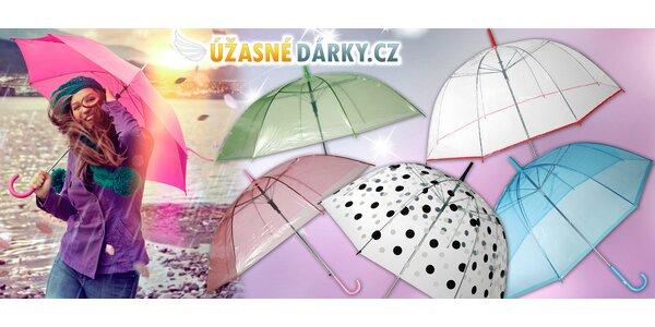 Průhledné deštníky v hravých barvách duhy