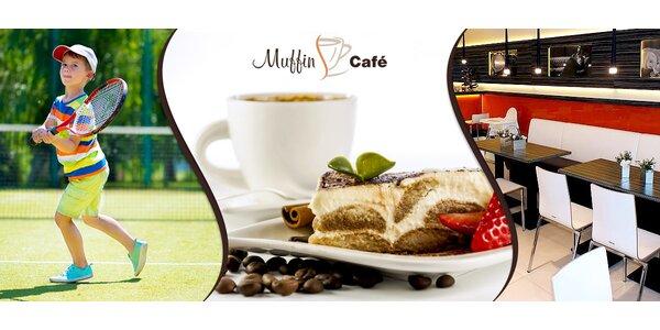 Tenis a pak posezení nad kafíčkem s dortem