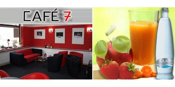 55 Kč za DVA čerstvé ovocné džusy a minerálku v Café 7 v Prostějově