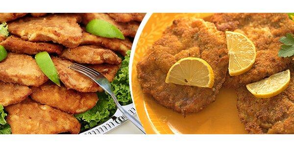 1 kg vepřových nebo kuřecích řízků a kyselé okurky