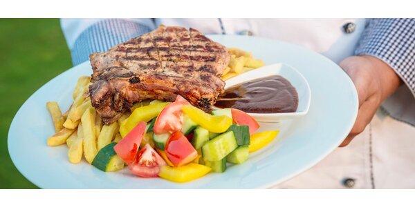 Dva 300g steaky z kotlety, hranolky a salát