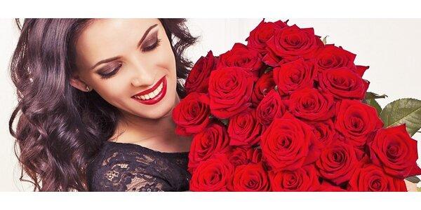 Pugét 50 čerstvě řezaných rudých růží