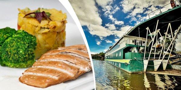 Parádní oběd či večeře pro dva na lodi GreenYacht