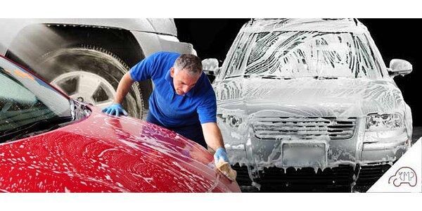 Ruční mytí aut přímo v obchodních centrech