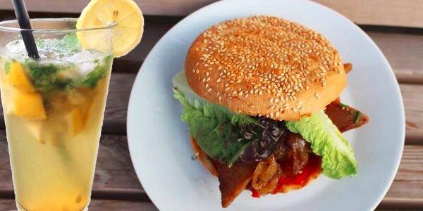 Dva vegan Robi burgery s domácí limonádou