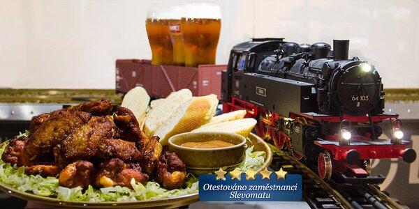 1,5 kg křídel a 3 piva lokomotivou až na váš stůl