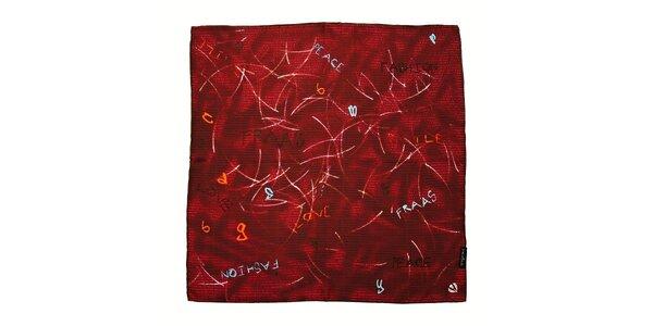 Červený hedvábný šátek Fraas s nápisy