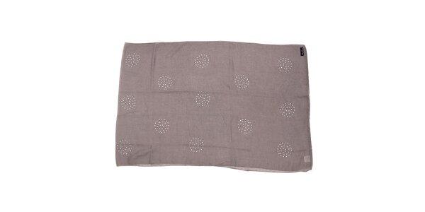Světle šedý polyesterový šál se stříbrnými cvočky