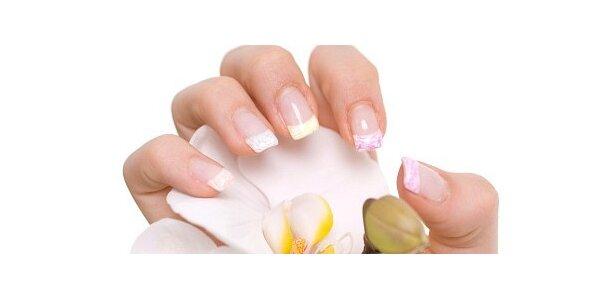 Kompletní gelové nehty včetně francouzského zdobení