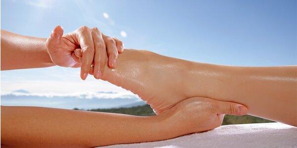Reflexní terapie nohou nebo rukou s masáží zad