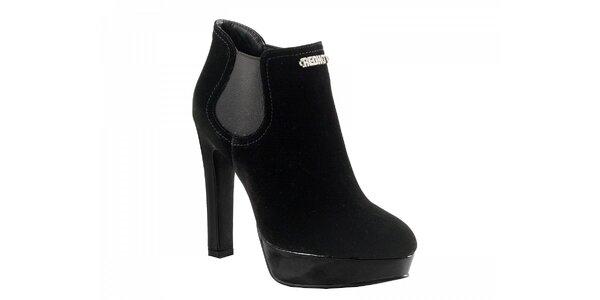 Černé semišové boty na podpatku
