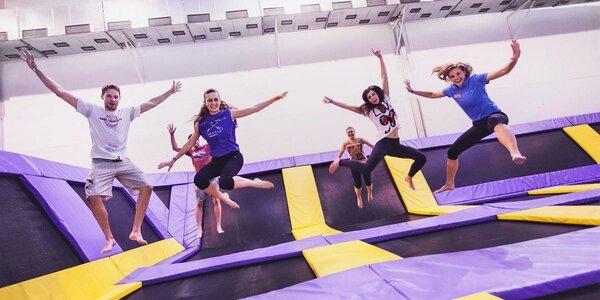 Skákání na trampolínách v Jump parku