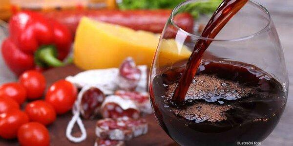 Víno a klobáska pro dvě osoby