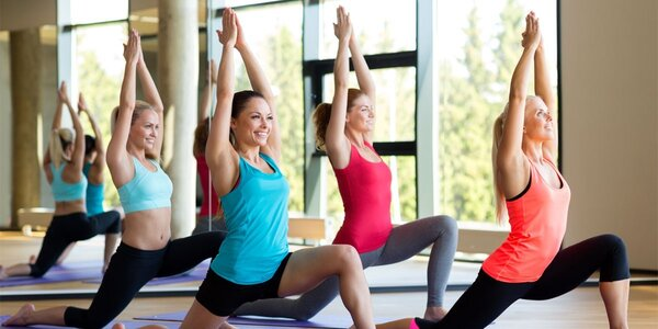 Skupinová lekce v dámském fitness Red Fit