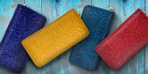 Dámská kožená peněženka s ozdobnými růžemi