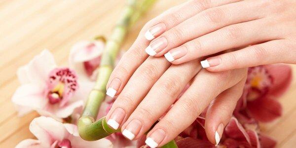 Keratinová péče o poškozené nehty