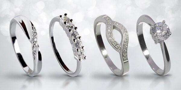 Stříbrné šperky s blýskavými zirkony